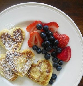 frenchtoast 290x300 Valentines Day is only a week away so get ready with   11 Breakfast In Bed Ideas for Valentines Day