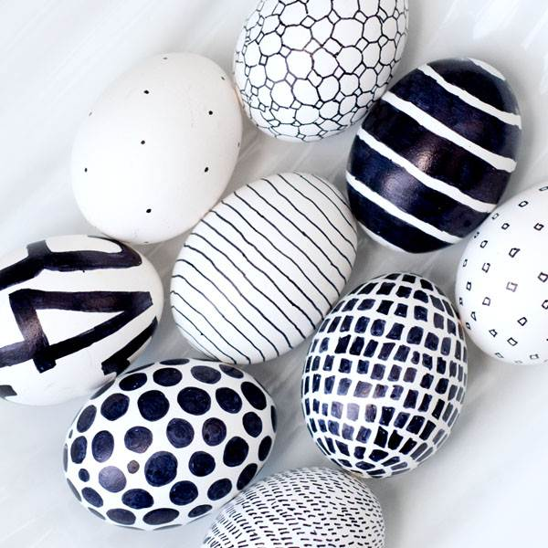 Black and White Easter Eggs Check out Obviously Sweet for instructions