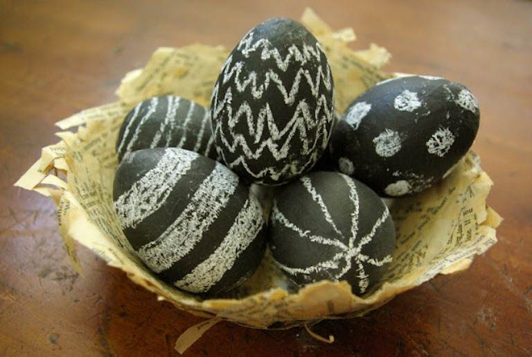 Chalk Easter Eggs Check out Shelterness for instructions