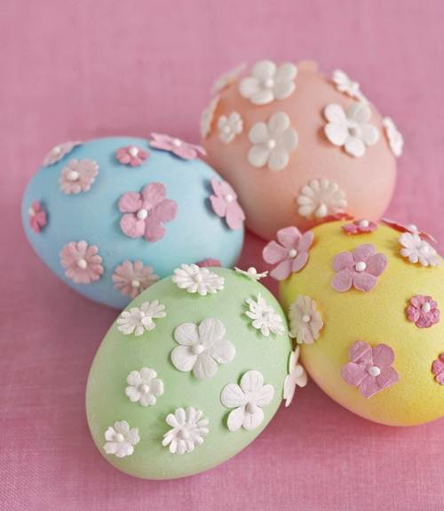 Elegant Easter Eggs Check out Country Living for instructions