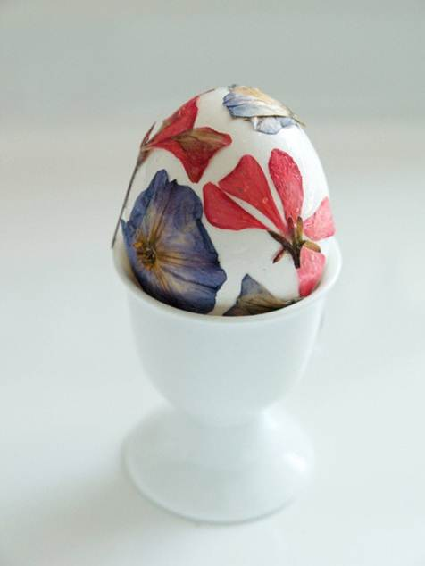 Flower Pressed Easter Egg Check out The Magic Onions for instructions