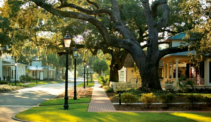 neighborhood Neighborhood Features to Examine Before Buying a Home | Buyer Resources | Coldwell Banker Blue Matter