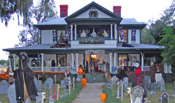 halloween yard 8 Ways to Be the Awesomest House This Halloween