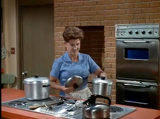 brady bunch alice 6 TV Homes I Would Want to Visit for Thanksgiving