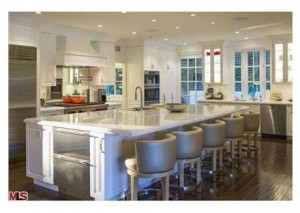 kitchen 2 300x213 The Most Beautiful Kitchens Suited for Holiday Entertaining