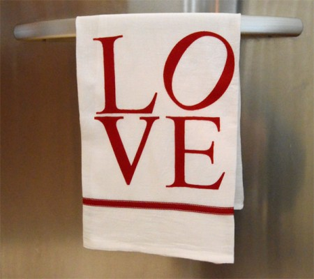 dishTowels e1390937425611 14 Lovely Valentines Day Decorating Ideas