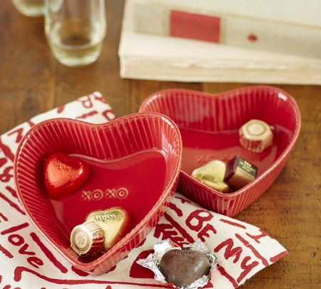 heartdishes e1390937279687 14 Lovely Valentines Day Decorating Ideas