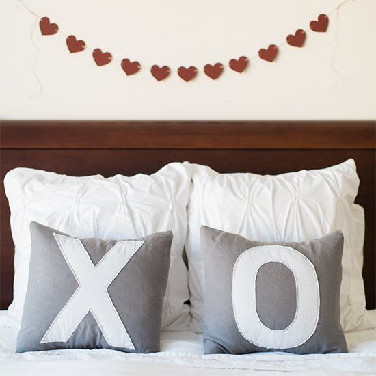 pillows1 14 Lovely Valentines Day Decorating Ideas