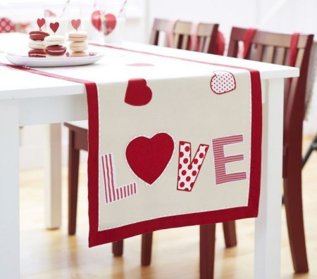 runner e1390939205239 14 Lovely Valentines Day Decorating Ideas