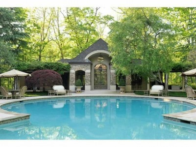 7f251f2fb10d0e50571e3f1468702a90 e1401472216714 15 Beautiful Backyard Swimming Pools