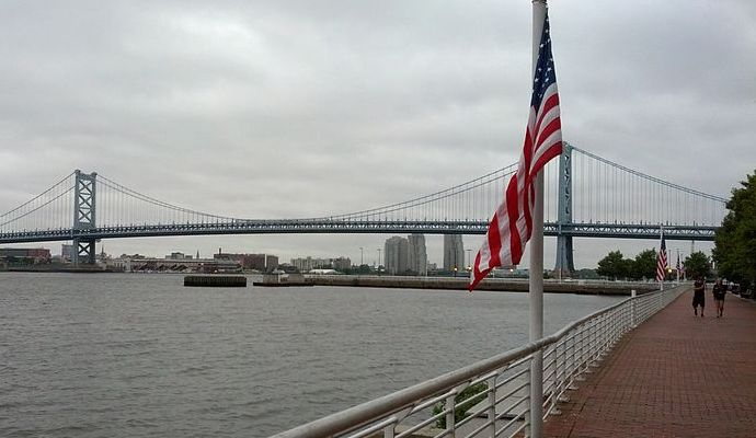800px-Benjamin_Franklin_bridge_from_aquarium.jpg