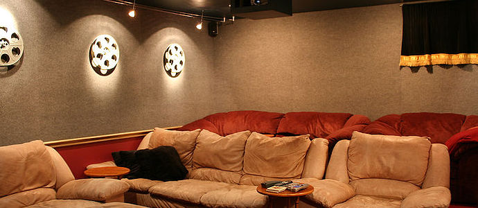 800px-Home-theater-tysto.jpg