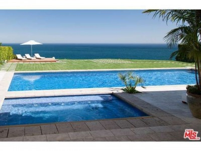 eb00d53bdf06065c00827d6d2db9d258 e1401469733682 15 Beautiful Backyard Swimming Pools