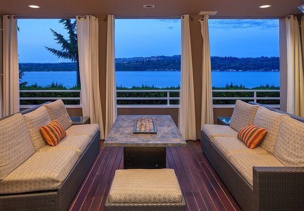 Outdoor furniture with pillows