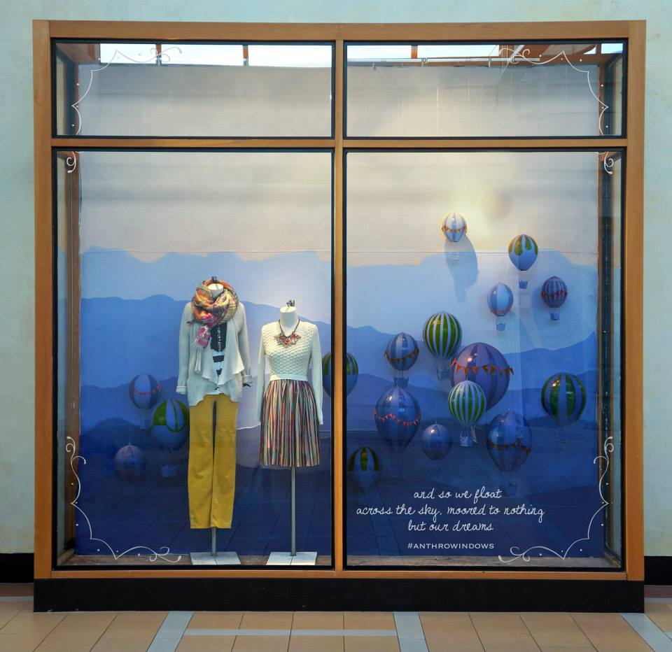 best-window-displays_anthropologie_2014_spring_hot-air-balloons_06