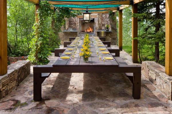 Floral arrangements for outdoor decorations