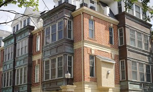 A guide to brownstone apartments nyc new york city for Whats a terraced house