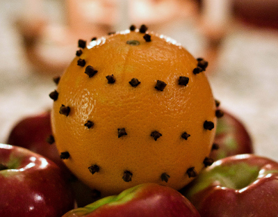 Fall Decorating Ideas: Clove Studded Oranges