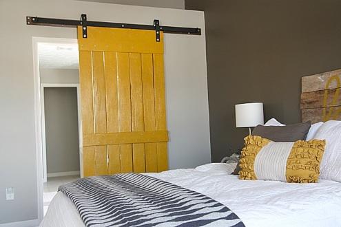 housetweaking-barn-door-1