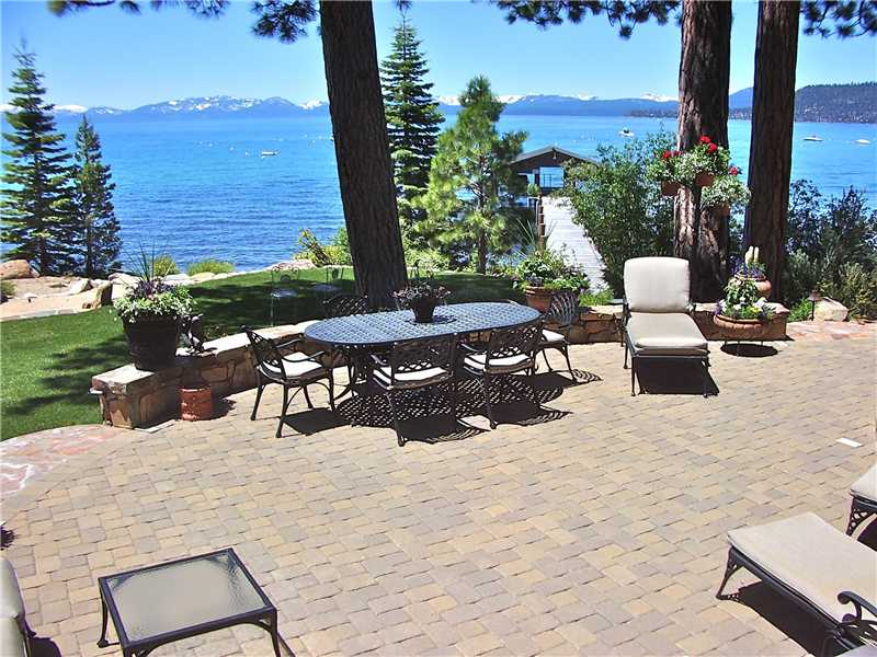 8 Amazing Patios that will Make You Never Want to Go ... on Inclined Backyard Ideas id=78839