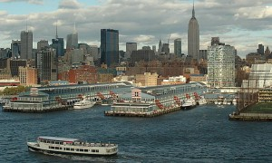1024px-New_York_City_and_the_Circle_Line_Ferry_-4197118683-.jpg