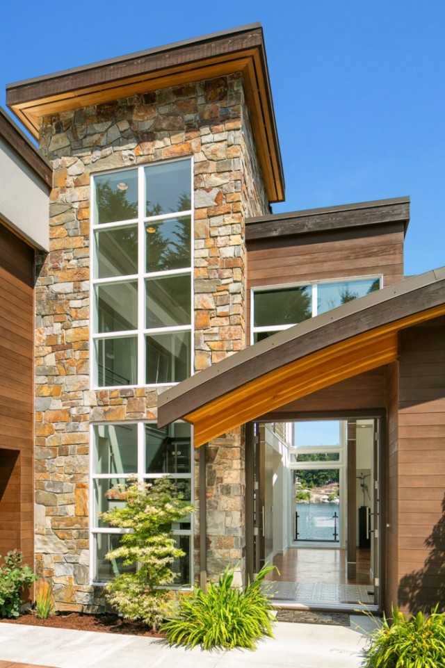 This Mercer Island, WA property is listed with Coldwell Banker BAIN.