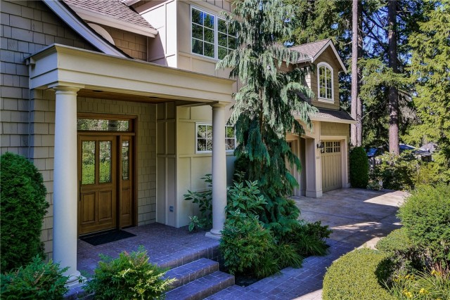 This Bellevue, WA property is listed by Frank Pietromonaco with Coldwell Banker BAIN.