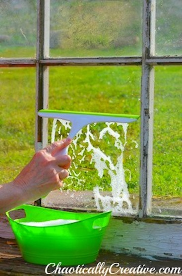 Get windows crystal clear with dishwashing soap