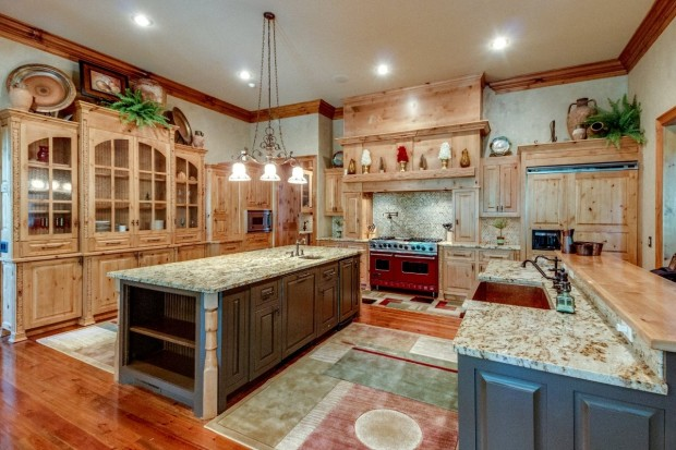 Two tone kitchen cabinets 5 mix and match masterpieces for Charlotte kitchen cabinets