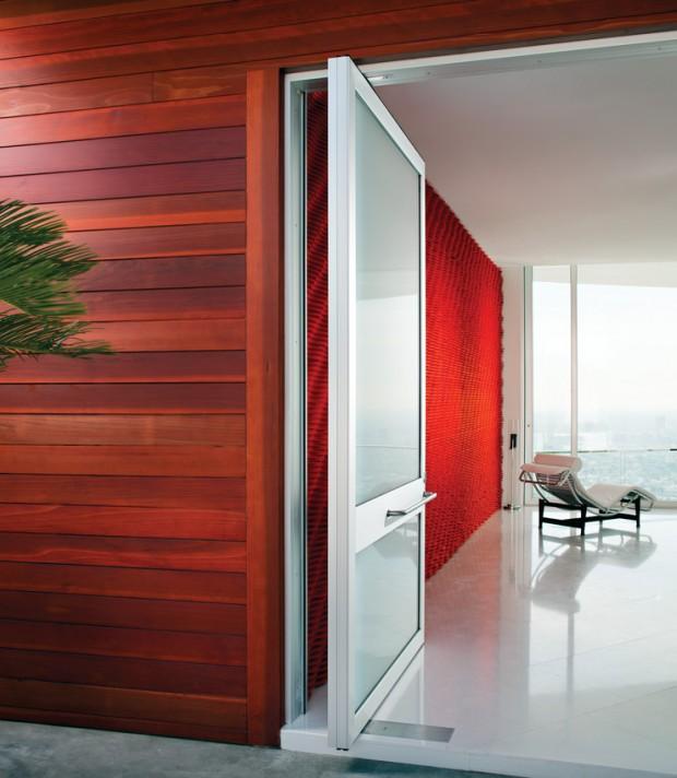Hollywood Hills, California Aluminum Liftslides Architect: Gerhard Becker Photo: Chipper Hatter FULL BUYOUT RIGHTS