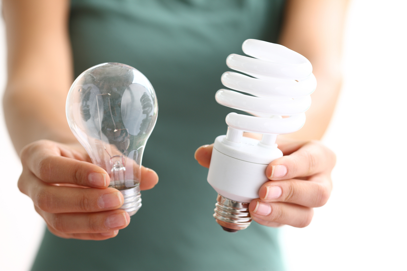 How to Save on Summer Electric Bills: Choose CFL or LED Bulbs