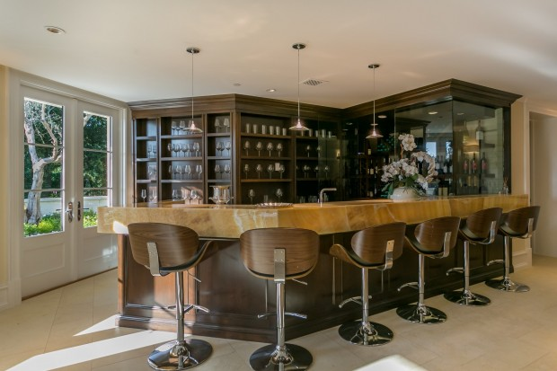 3100 Benedict Canyon Dr, Beverly Hills, CA listed by Joyce Rey with Coldwell Banker Residential Brokerage