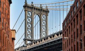 Manhattan Bridge from an alley